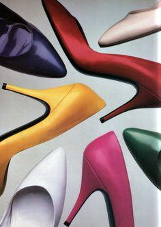 Stiletto's in all colours of the rainbow. 1980s Shoes, Shoes Ads, Vintage Shoes, Retro Vintage, Vintage Outfits, Vintage Accessories, 80s Fashion, Vintage Fashion, Foto Still