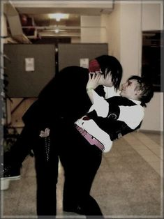 Argh Frerard moments like this just rip out my heart ugh they're both life ruiners why do you do this im not emotionally stable enough for this
