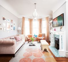 Bright and colourful Eclectic Living Room, Small Living Rooms, Living Room Interior, Rugs In Living Room, Living Room Designs, Living Room Decor, Living Spaces, Tiny Living, Compact Living