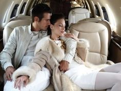 Ola & Yomi flew on the families private jet to Cape Town. And just for a few hours the couple about the rift between them. Luxury Couple Private Jet