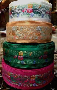 Wonderful Ribbon Embroidery Flowers by Hand Ideas. Enchanting Ribbon Embroidery Flowers by Hand Ideas. Ribbon Embroidery Tutorial, Rose Embroidery, Silk Ribbon Embroidery, Embroidered Silk, Embroidery Patterns, Embroidery Stitches, Passementerie, Embroidery Supplies, Ribbon Work