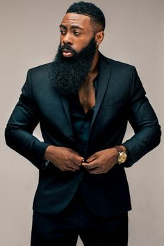 Beard oil vs coconut oil: Which is better for treating dry skin and dry beards? Learn which oil is better for eliminating beard dandruff and beard itch. Fine Black Men, Gorgeous Black Men, Handsome Black Men, Fine Men, Black Men In Suits, Black Man, Beautiful, Mens Suits, Sharp Dressed Man