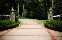 Stately-Garden-Gives-a-Nashville-Home-an-English-Estate-Feel_05