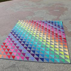 Painting With Color: 6 Stunning Rainbow Quilt Ideas Scrap Quilt Patterns, Paper Piecing Patterns, Pattern Blocks, Quilting Ideas, Bear Paw Quilt, Rainbow Quilt, Colorful Quilts, Jellyroll Quilts, Triangle Design