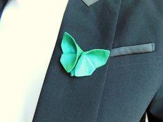 Broche papillon origami en tissu soie sauvage bleu-vert, bijou, accessoire de mode : Broche par latelier-dans-larbre