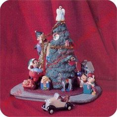 1997 Trimming Santas Tree