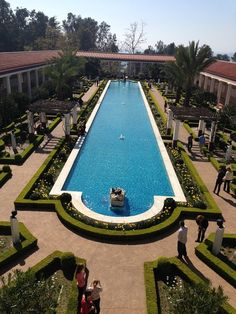 The #garden at the #Getty #Villa in #LA #California. How gorgeous is that #hedge #landscaping and long #pool #design?