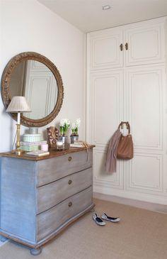 Cómo pintar muebles antiguos, modernos, de madera... Painted Furniture, Furniture Design, Shabby Chic Decor, Chalk Paint, Pantone, Vanity, Interior Design, Bedroom, Storage