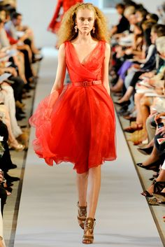 Oscar de la Renta Spring 2012 Ready-to-Wear Fashion Show - Emily Baker
