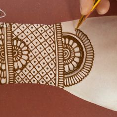 arabic easy mehndi designs for back hands hope you like this video Henna Tattoo Designs Simple, Mehndi Designs For Kids, Mehndi Designs Feet, Back Hand Mehndi Designs, Mehndi Designs Book, Mehndi Designs 2018, Mehndi Designs For Beginners, Mehndi Design Photos, Unique Mehndi Designs