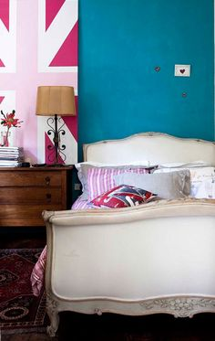 loving this turquoise wall color and that pink union jack art