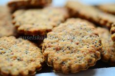 CIBULOVÉ SUŠENKY S MÁKEM Snack Recipes, Cooking Recipes, Snacks, Muffin, Food And Drink, Appetizers, Sweets, Cookies, Baking