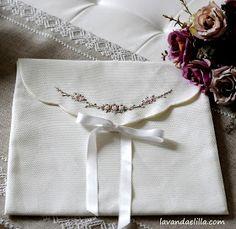 Buongiorno amiche! Una busta lingerie... Di facile esecuzione... Trovate i tutorial sul mio negozio Etsy... qui di come ta...