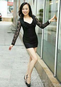 Curtir nossa galeria de fotos!  Dê uma olhada na mulher asiática bonita e atraente Kun