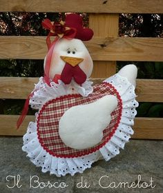 Amable al corazón de la cosa: el Cartón piedra: 'Веселая la granja de las hermanas Aude Goalec & Nicole Jacobs (Francia Chicken Quilt, Chicken Pattern, Country Chicken, Chicken Crafts, Diy Y Manualidades, Bazaar Ideas, Fabric Animals, Felt Patterns, Country Crafts