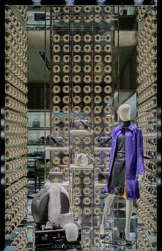 Prada, Milan 2016 by @dailyshopwindow #visualmerchandising #visualmerchandisingtrends #windowdisplay #christmas