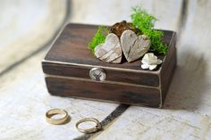 MADE TO ORDER :) Distressed brown ring bearer box is a great and original wedding addiction. It is made in Woodland/ Celtic/ Irish style so it will match to your Hobbit / Game of the Thrones or Lord of the Rings theme wedding soooo well! Especially because I used artificial but very, very simmilar to natural moss and dried sprig. Flowers are from paper :) This wedding ring bearer box is entirely handmade. After wedding you can use this beautifull distressed box as a keepsake as the interior…