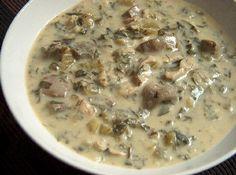 Τι πιο λογικό να πειράξει κανείς την κλασική κοτόσουπα αβγολέμονο με τα υλικά της μαγειρίτσας? Ιδανική λύση για όσους δεν αγαπούν την αυθεντική μαγειρίτσα, αλλά και σαφέστατα ελαφρύτερη επιλογή για το στομάχι, η σούπα αυτή είναι όχι μόνο νοστιμότατη, αλλά και εύκολη στην παρασκευή της. Μπορείτε να την ετοιμάσετε από το πρωί και να την αβγοκόψετε πριν τη σερβίρετε.