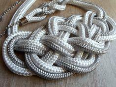 Fehér-ezüst kevert, magasfényű Krisztina Lango csomós nyaklánc és karkötő.http://krisztinalango.hu/?product_cat=mens-clothing #rope #necklace #bracelet #knotted #jewel #krisztinalango #lango