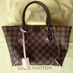 :-) NEW Louis Vuitton CAISSA PM Damier Ebene bag accentuated with Rose Ballerine trimming and lining. :-)