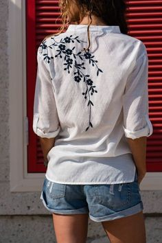 Nähideen Ladies, white, shoulder embroidered shirt embroidery What To Do When Your Embroidery On Kurtis, Hand Embroidery Art, Embroidery On Clothes, Flower Embroidery Designs, Shirt Embroidery, Embroidered Clothes, Embroidery Fashion, Embroidery Patterns, Embroidery Stitches