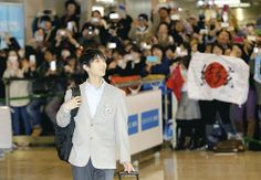 http://www.yomiuri.co.jp/olympic/2014/topic/20140225-OYT1T00576.htm  「真央ちゃんスマイル」にファン感涙…成田空港