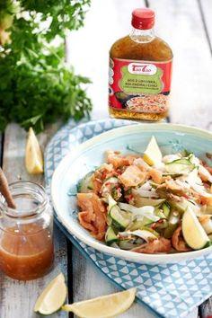 Tao Tao - Łosoś wędzony z sałatką z małosolnych ogórków z makaronem ryżowym TaoTao - orientalne przepisy kulinarne