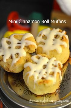 Mini Cinnamon Roll Muffins, Low Carb - This is a mix between a mini muffin and a cinnamon roll - 1 net carb per mini Mini Cinnamon Rolls, Cinnamon Roll Muffins, Mini Muffins, Low Carb Sweets, Low Carb Desserts, Cini Minis, Low Carb Recipes, Cooking Recipes, Low Carb Breakfast