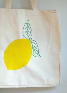 diy tote bag citron Diy Tote Bag, Reusable Tote Bags, Lifestyle, Blog, Art, Creativity, Hampers, Yellow Fabric, Fabric Painting