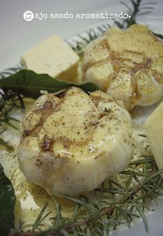 Jugando a las cocinitas: Ajo asado aromatizado y queso Camembert