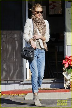 Rosie Huntington-Whiteley Grabs Holiday Cards | Rosie Huntington-Whiteley Photos | Just Jared