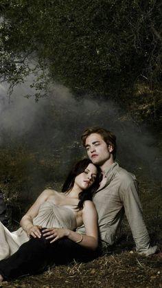 Robert Pattinson and Kristen Stewart Twilight Edward, Twilight Film, Twilight Saga Quotes, Twilight Saga New Moon, Vampire Twilight, Twilight Wedding, Twilight Saga Series, Twilight Cast, Twilight 2008