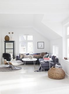 My ideal home is your daily source of interior design, architecture, home ideas and interior inspirations. Home Living Room, Living Room Furniture, Home Furniture, Living Room Decor, Living Spaces, Living Room Inspiration, Interior Design Inspiration, My Ideal Home, Deco Design