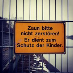 #zaun #linz #austria #linzpictures #lnz #kinder #kids #children #fence #vorsicht #attention