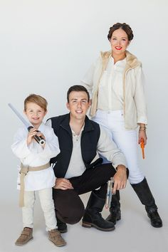 Get ready to geek out over these creative Star Wars costume ideas. From Luke Skywalker and Princess Leia to Yoda and Chewbacca, use the force (and these easy tutorials) to craft DIY Star Wars costumes for Halloween. Costume Leia, Costume Prince, Costume Star Wars, Star Wars Halloween Costumes, Couples Halloween, 70s Costume, Carnival Costumes, Adult Costumes, Star Wars Party