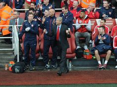 Arsenal Bench Celebrates vs Norwich 2013-2014.