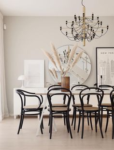 Scandinavian Dining Room with Black Bentwood Dining Chairs via @emmamelins Eames Dining Chair, Plastic Dining Chairs, Mismatched Dining Chairs, Black Dining Chairs, Bentwood Chairs, Comfortable Dining Chairs, Scandinavian Furniture, Minimalist Decor, Decoration