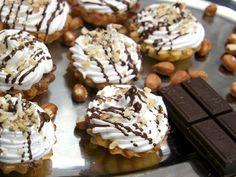 Erstklassiges Rezept für kulinarische Körbchen aus mürber Teig, gefüllt mit Marmelade und Kakaocreme.