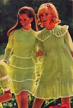 Aldens 69 ss two green dresses 60s And 70s Fashion, Retro Fashion, Vintage Fashion, Club Fashion, Patti Hansen, Lauren Hutton, Vintage Dresses, Vintage Outfits, 1950s Dresses