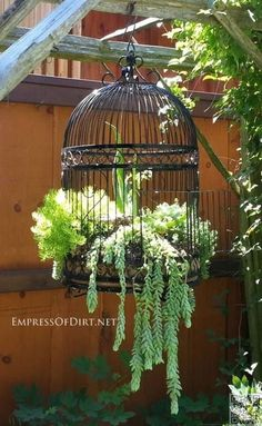 20 Fabulous Art DIY Garden Projects for This Spring - birdcage planter The garden is waking up, and you're in charge! Your garden in this season should be bright, colorful as Spring gifts to us. Here are 20 fabulous DIY Garden Art… Yard Art, Birdcage Planter, Birdcage Decor, Birdcage Lamp, Wagon Planter, Wheel Barrel Planter, Chair Planter, Garden Cottage, Garden Junk