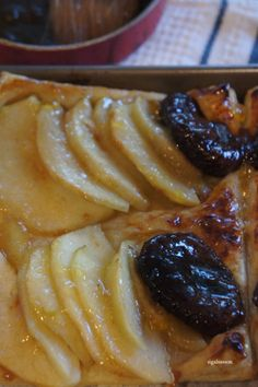 apple fig tart. one of my favorite desserts to make...and eat.