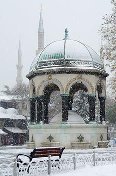 Alman Çeşmesi-İstanbul Byzantine Architecture, Islamic Architecture, Historical Architecture, Art And Architecture, Wonderful Places, Beautiful Places, Beautiful Pictures, Park Resorts, Hagia Sophia