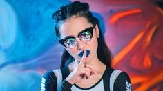 Michelle Phan - YouTube Wengie Hair, Mirrored Sunglasses, Sunglasses Women, Beauty Life Hacks Videos, Michelle Phan, Blue Lipstick, Beauty Background, Beauty Women, Eyewear
