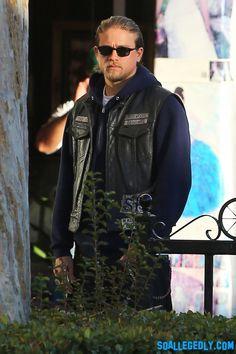 Charlie Hunnam aka Jax on Sons of Anarchy Sons Of Anarchy Vest, Sons Of Anarchy Samcro, Jax Teller, Sons Of Anarchy Motorcycles, Charlie Hunnam Soa, Prince, Big Sean, Celebrity Dads, Chris Hemsworth