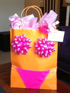 Cute wrapping idea for Bachelorette party or lingerie shower Gag Gifts, Craft Gifts, Cute Gifts, Diy Party Gifts, Party Favors, Bachlorette Party, Bachelorette Ideas, Before Wedding, Creative Gifts