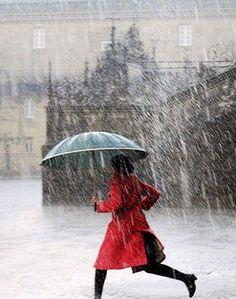 Bwrw Glaw: Rainy day in red Walking In The Rain, Singing In The Rain, Arte Black, Smell Of Rain, Rain Photography, Rainy Day Photography, White Photography, I Love Rain, Rain Go Away