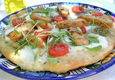 Investerer du en liten halvtime i å sette en pizzadeig får du til gjengjeld Chicken Pizza, Settee, Wok, Mozzarella, Vegetable Pizza, Pesto, Yummy Food, Cheese, Vegetables