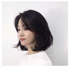 Asian Short Hair, Short Hair Cuts, Ulzzang Short Hair, Korean Short Hairstyle, Short Hair Korean Style, Korean Haircut, Korean Hairstyles, Asian Hair Medium Length, Cute Short Hair