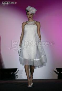 http://www.lemienozze.it/gallerie/foto-abiti-da-sposa/img33486.html Originale abito da sposa corto sul ginocchio