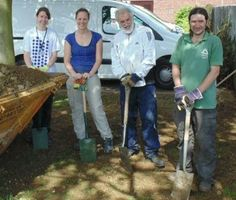 The team and Transition Town Market Harborough Volunteers working alongside the Ecohome family and James Brewer Garden Designer to complete phase 1 of the Ecohome garden transformation!